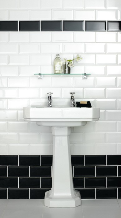 Metro bevelled edge 150x75 white tile 1497 metro for Black floor white walls bathroom